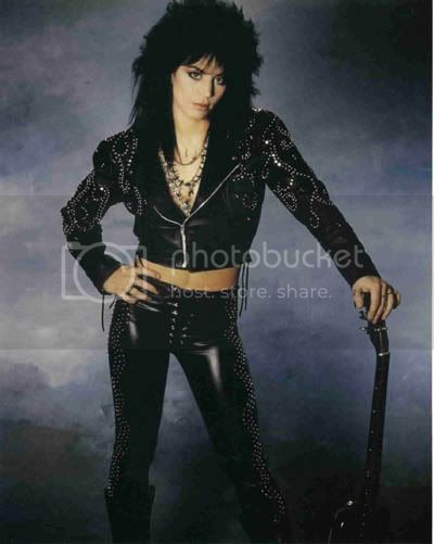 http://i483.photobucket.com/albums/rr196/tbonsrock/bands/Joan_Jett_11.jpg